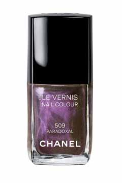 chanel-nail-colour-in-paradoxal